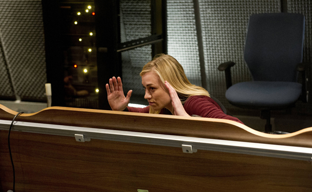 Kate-Morgan-Yvonne-Strahovski-24-Live-Another-Day-Episode-4